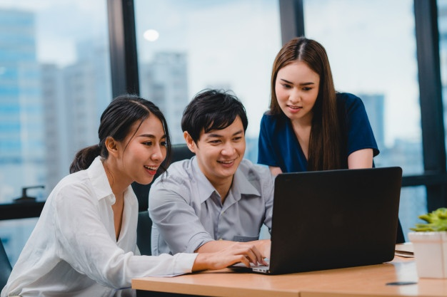 collaborative-process-multicultural-businesspeople-using-laptop-presentation-communication-meeting-brainstorming-ideas-about-project-colleagues-working-plan-success-strategy-modern-office_7861-2510